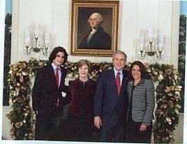 مع عائلة الرئيس الأميركي السابق جورج بوش