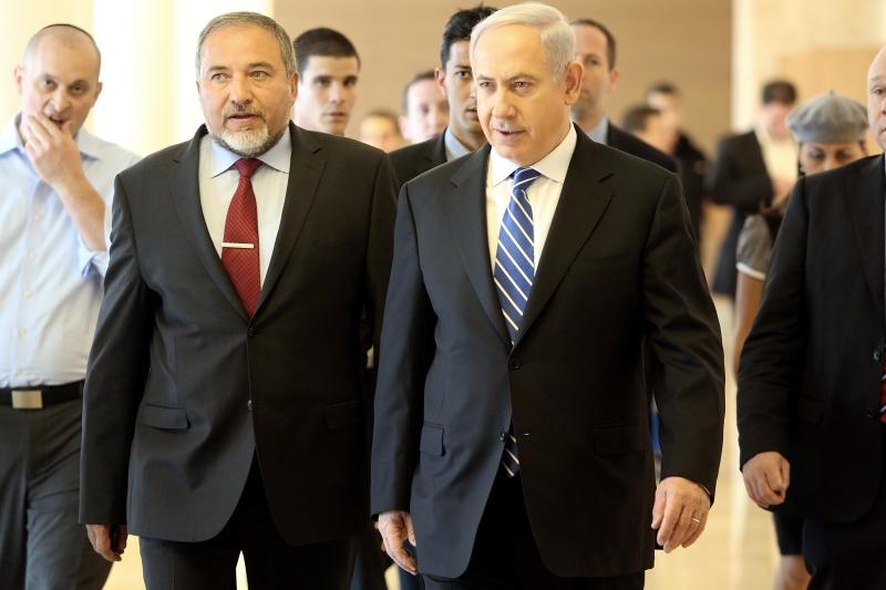 لم يكن تعيين ليبرمان وزيراً للأمن منفصلاً عن سياق عام لسياسة عربية ضعيفة بنت عليها تل أبيب (من الويب)