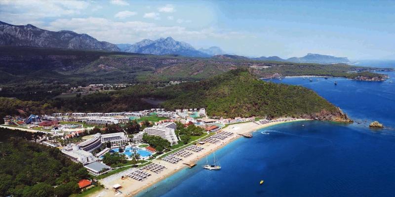 تتميّز الفنادق بمواقعها الطبيعية الخلابة (تيكيروفا)
