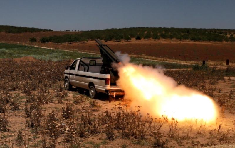 تجدّد الاستعدادات في معسكر الجيش السوري وحلفائه (الأناضول)