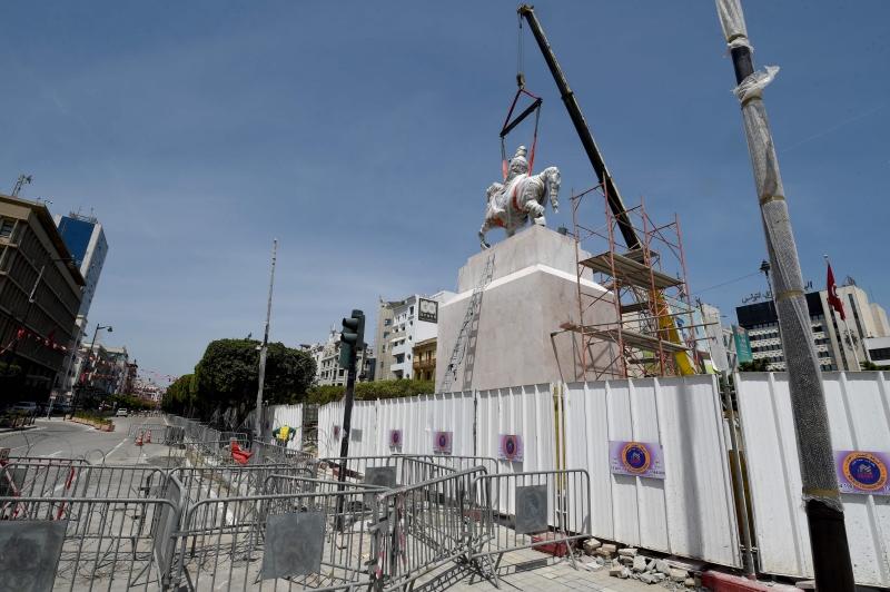 تكتسي إعادة النصب إلى ساحة مركزية في العاصمة بعداً رمزياً مهماً (أ ف ب)