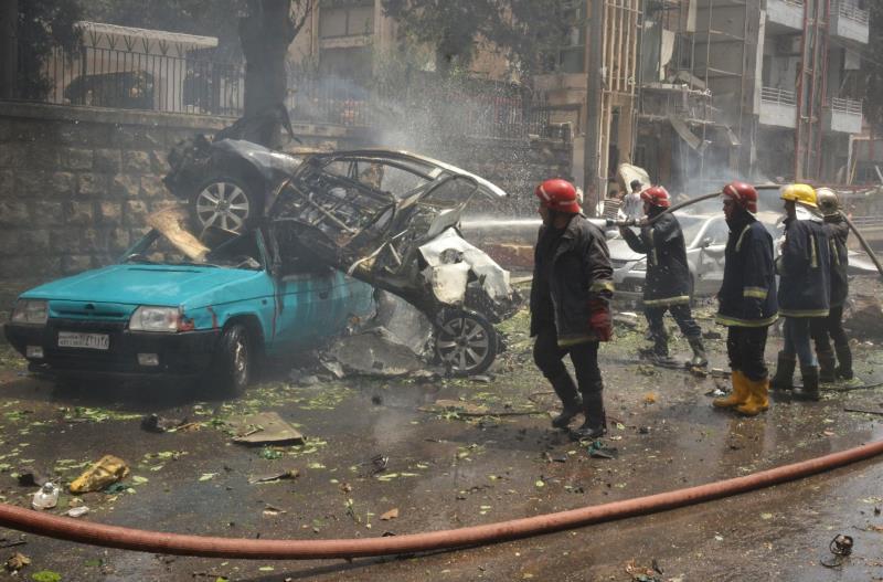واصل المسلّحون إمطار الأحياء الغربية بقذائف وصواريخ أوقعت عشرات الشهداء (أ ف ب)