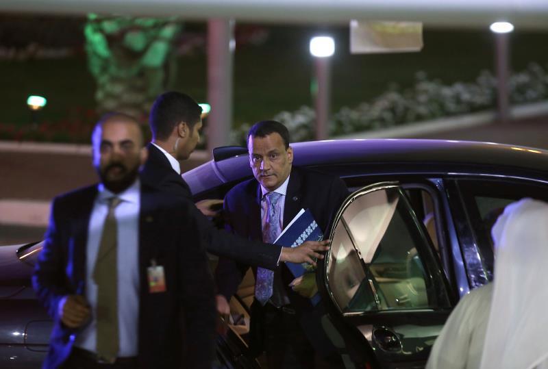 تبنّى المبعوث الدولي إسماعيل ولد الشيخ سبب تعليق وفد الرياض المحادثات الثنائية (أ ف ب)