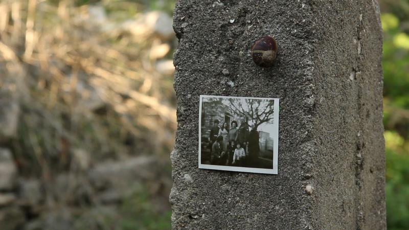 من فيلم رين متري «لي قبور في هذه الأرض»