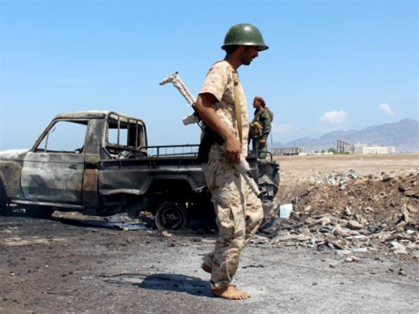 اتفاق بين «التحالف» و«القاعدة» في أبين:  نقل عناصر التنظيم إلى تعز عبر قاعدة العند
