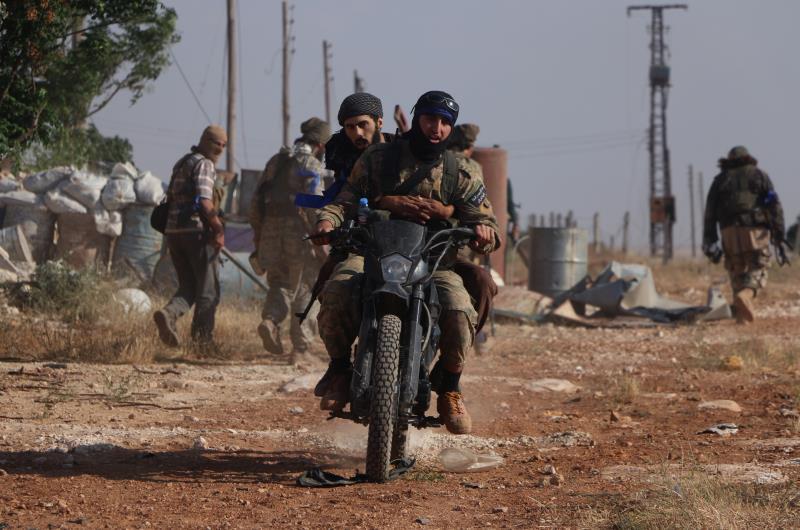 حاول المسلحون استغلال هدوء الجبهات بالتزامن مع التزام الجيش بالهدنة (الأناضول)