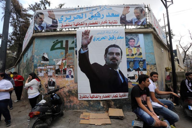 داخل مراكز الاقتراع غابت الطوابير، يجلس 7 أو 8 مندوبين مقابل مقترع واحد (مروان طحطح)