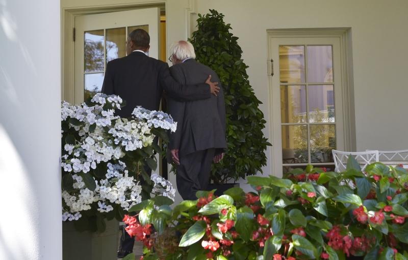 صرّح ساندرز عن نيّته العمل مع كلينتون من أجل هزيمة ترامب (أ ف ب)