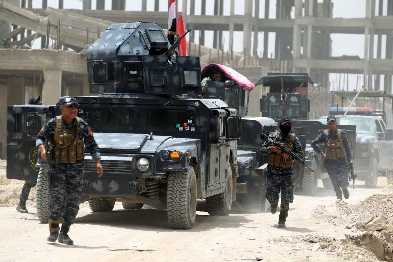 وقعت اشتباكات بين القوات العراقية و «داعش» جنوبي الفلوجة (أ ف ب)