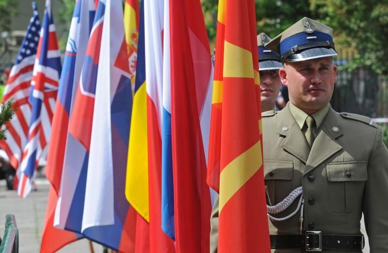 موسكو: واشنطن تستعرض عضلاتها قبل قمة الأطلسي (أ ف ب)