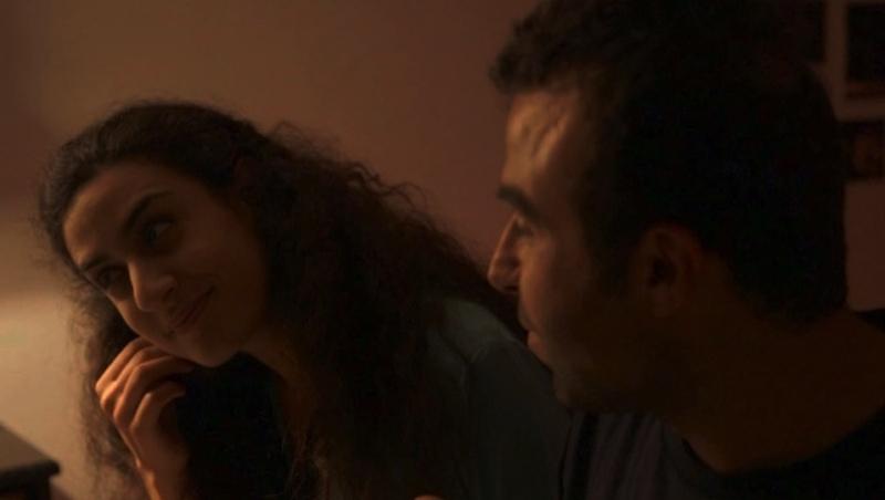 يارا بونصار وإيلي يوسف في مشهد من «أسيل وجاد» لبان فقيه