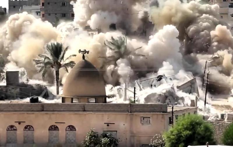 يتخذ الجيش من مآذن بعض المساجد نقاط مراقبة واستطلاع (من الويب)