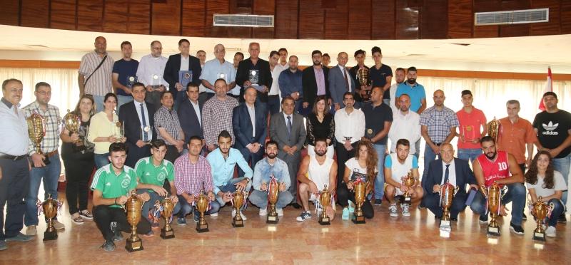 دياب بين الفائزين بالكؤوس والميداليات من طلاب ومديرين