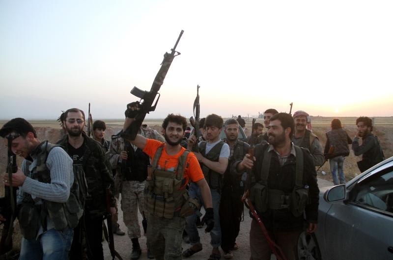صدّ الجيش هجوماً لـ«داعش» عند مفرق الرصافة في ريف الرقة (الأناضول)