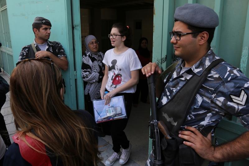 تتحول مراكز الامتحانات الى ما يشبه الثكنات العسكرية (مروان طحطح)