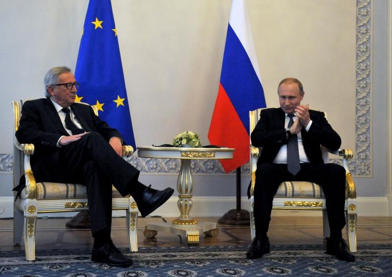 تعرّض يونكر لضغوط لثنيه عن المجيء إلى روسيا (أ ف ب)