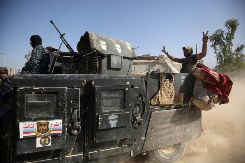 تدور غالبية المعارك، حالياً، في حي نزال (أ ف ب)
