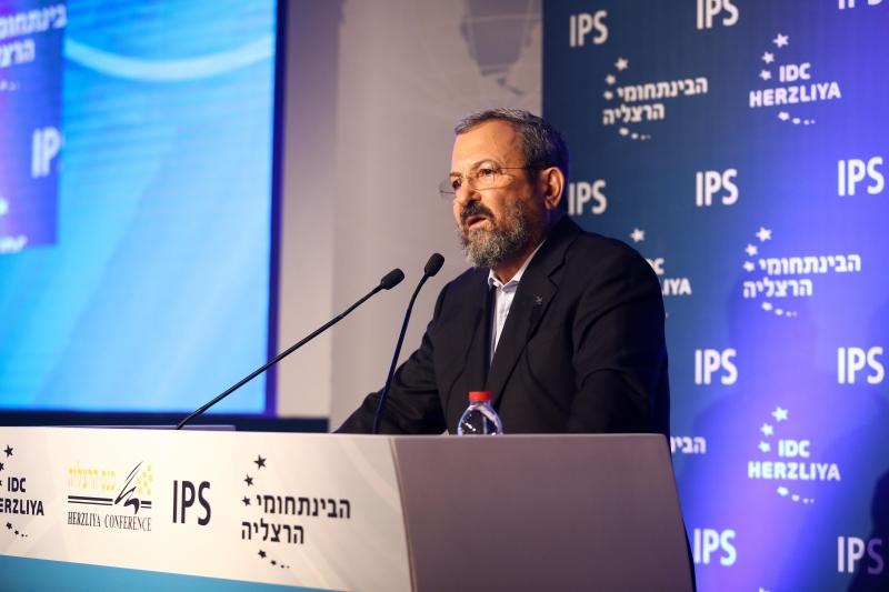 مشاركة وزير الأمن السابق إيهود باراك في فعاليات «هرتسيليا» (من موقع المؤتمر)