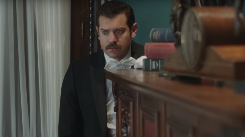 عمرو يوسف في مشهد من المسلسل