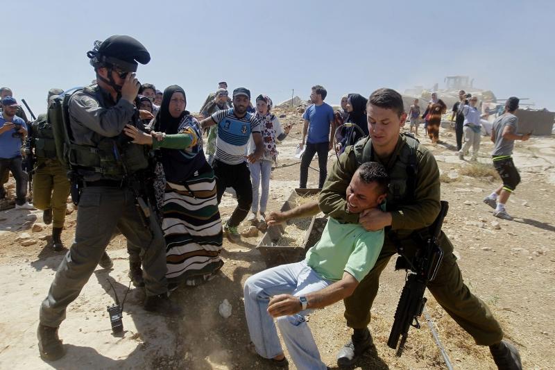 سعى القانون الدولي إلى تقليص حالات استخدامات الاعتقال الإداري (آي بي ايه)