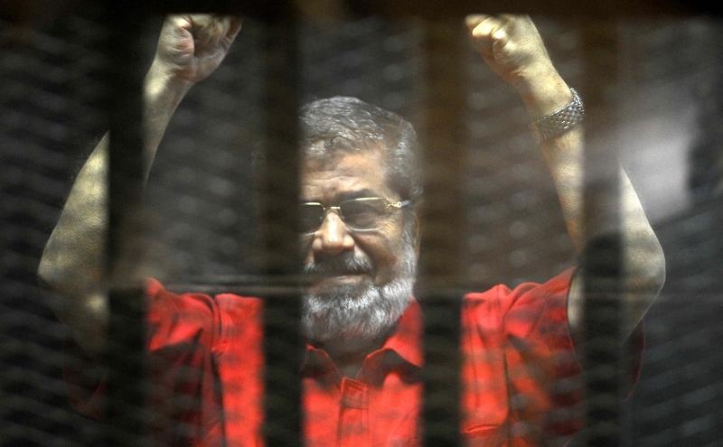 حُكم على مرسي بالسجن 40 عاما بتهمة التجسس لقطر (آي بي ايه)