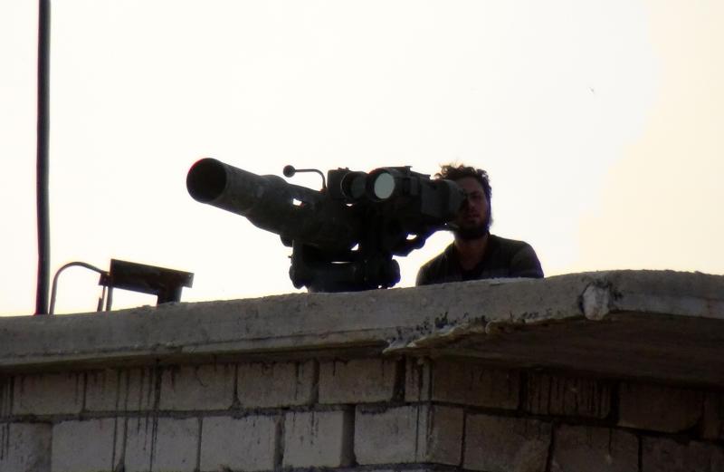 يشارك فصائل من «الجيش الحر» في المعارك «كتفاً إلى كتف» مع مقاتلي «القاعدة» (الأناضول)