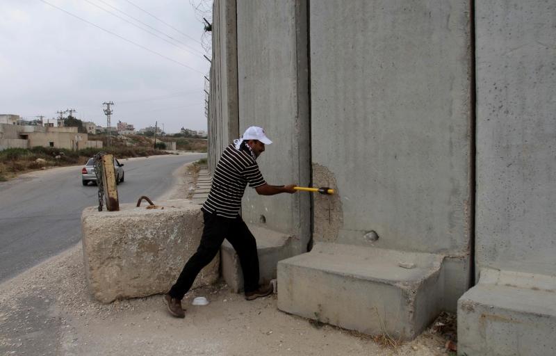 الجدار الجديد يلف الأول (آي بي ايه)