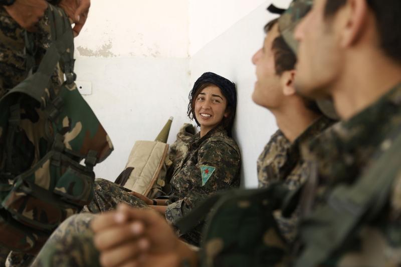 أرادت «الوحدات» تأكيد جاهزيتها  لطرد «داعش» (أ ف ب)