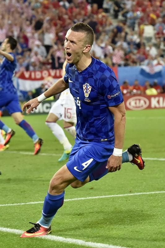 فرحة بيريسيتش بتسجيله هدف الفوز (أ ف ب)