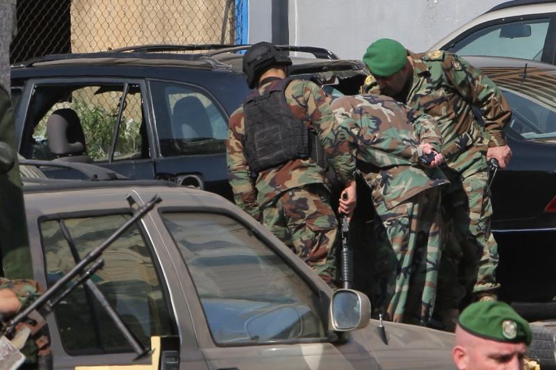 أوقفت استخبارات الجيش انتحارياً لبنانياً أشرف على تجهيزه في الرقة الإرهابي البريطاني «جون» (مروان طحطح)