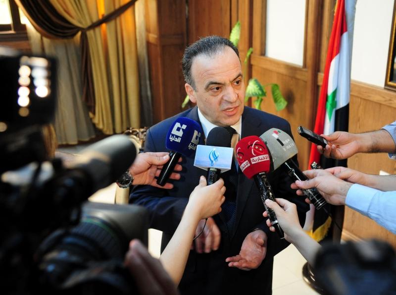 أصدر الرئيس بشار الأسد، أمس، مرسوماً يقضي بتكليف المهندس عماد خميس (وزير الكهرباء) تشكيل الحكومة الجديدة (أ ف ب)