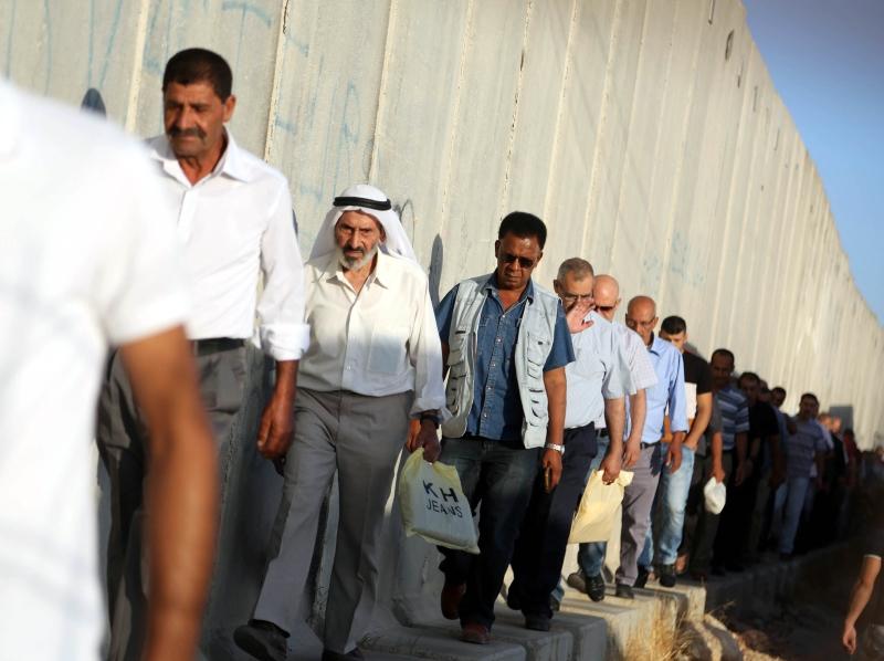 أدّى الفشل في إدارة الصراع مع إسرائيل إلى ضمور أحزاب تلك المرحلة  (الأناضول)