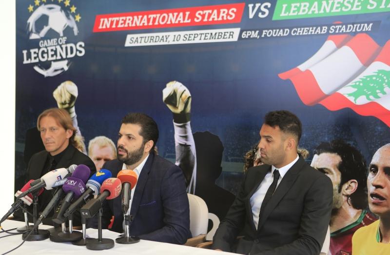 سيعلن ياسين (في الوسط) قريباً عن اسمين عالميين جديدين سيشاركان في المباراة (مروان بوحيدر)