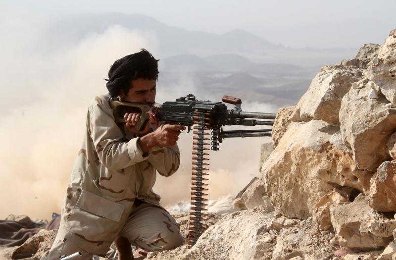 يشترك عناصر «القاعدة» مع مقاتلي «الإصلاح» في المعارك الدائرة شرقي العاصمة (أ ف ب)