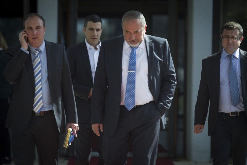 سيناريو ضبط نتنياهو لليبرمان في وزارة الخارجية سيتكرر في حقيبة الأمن (أرشيف)