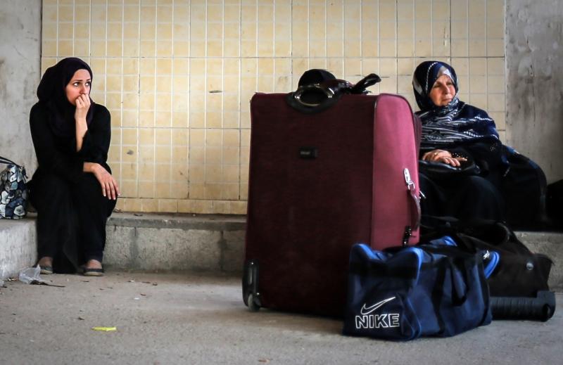 لا يمكن للمسافرين الخروج إلا بعد خروج حافلات التنسيق والجوازات المصرية (آي بي ايه)