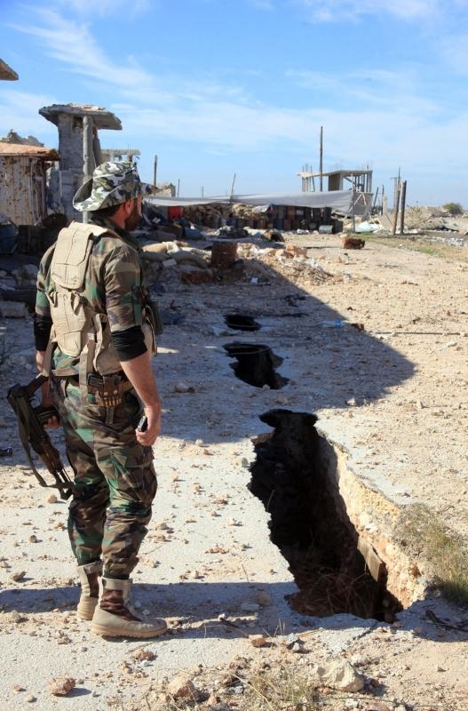 بدأ الجيش السوري، أمس، عملية جديدة تهدف إلى الوصول إلى محافظة الرقة (أ ف ب)