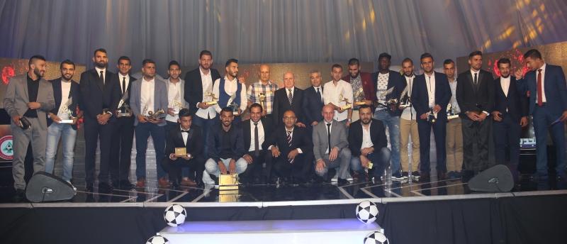 اللاعبون الفائزون مع الرسميين (عدنان الحاج علي)