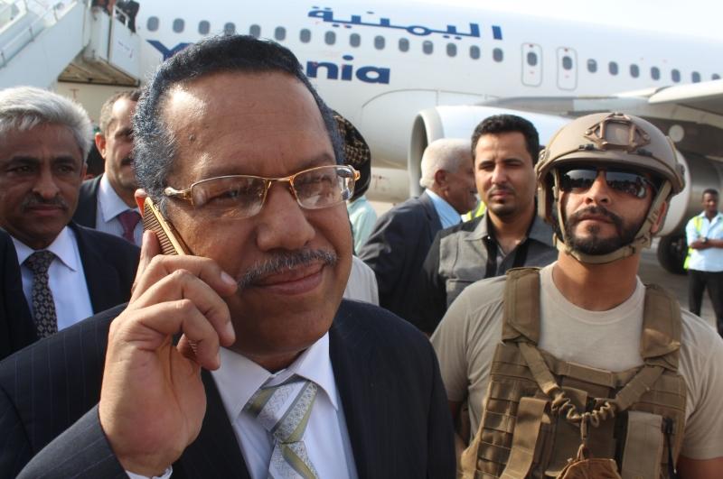 وصل رئيس حكومة هادي أحمد بن دغر إلى عدن مطلقاً مرحلة إعادة الإعمار
