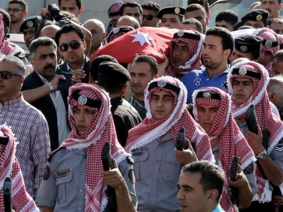 5 قتلى في إطلاق نار كثيف مع انسحاب المنفذ: هجوم البقعة ردّاً على ضربة إربد؟