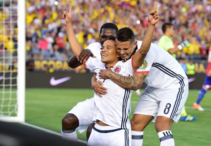 باكا بعد افتتاحه التسجيل لكولومبيا امام الباراغواي (أ ف ب)