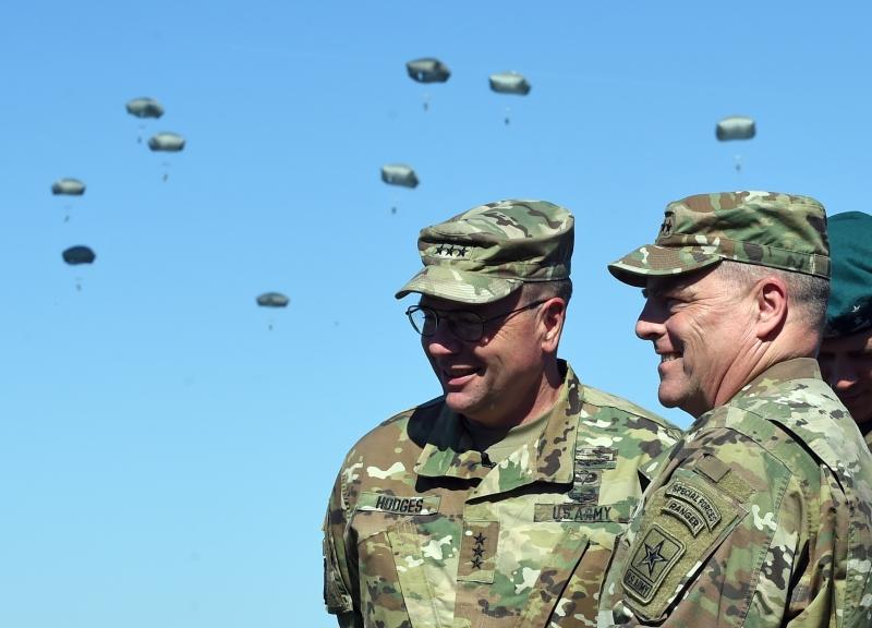 يشارك في المناورات نحو 31 ألف عسكري من دول «الأطلسي» (أ ف ب)