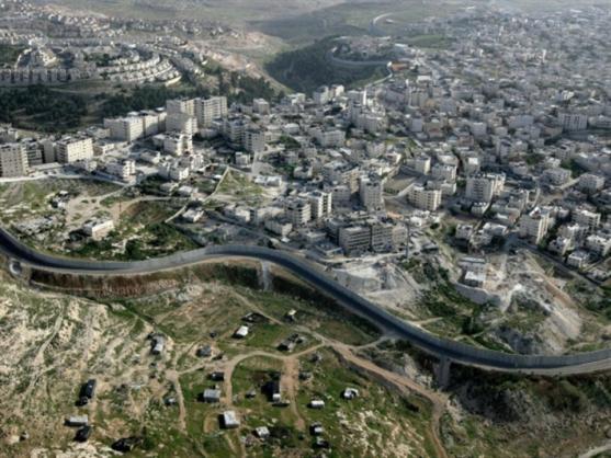 مخيم شعفاط في القدس... «خارج التغطية»