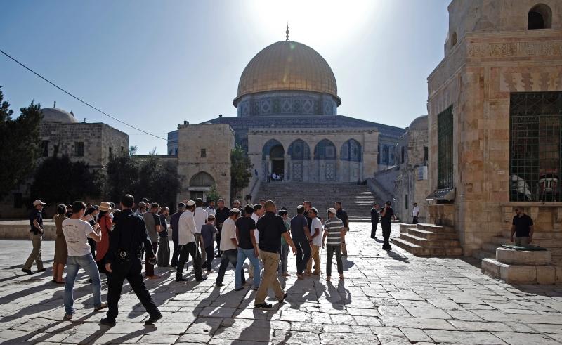 بدأت أمس سلسلة من الاقتحامات الإسرائيلية للمسجد الأقصى مع تزايد الدعوات الاستيطانية لذلك (أ ف ب)