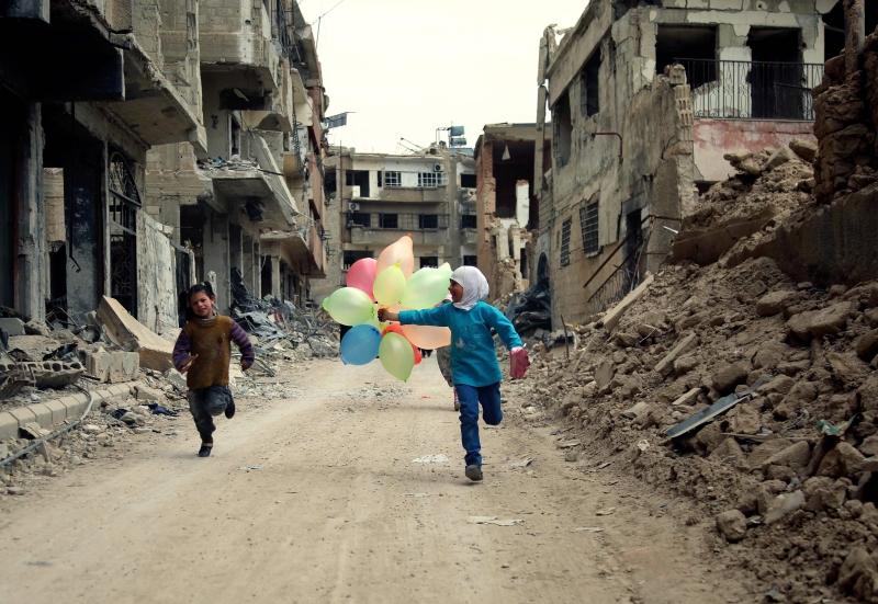 الأطفال تجاوزوا محنة التفجير بعد تقديم الدعم والرعاية لهم (أ ف ب)