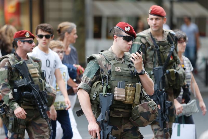 تسعى إسرائيل إلى تقديم نفسها كمقاول للخدمات الأمنية (أف ب)