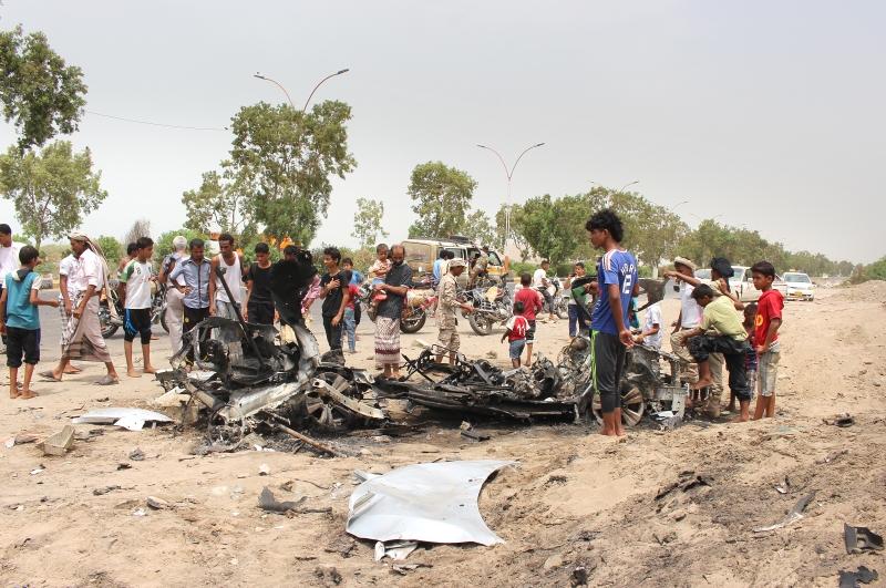 نجا محافظ عدن من محاولة اغتيال بواسطة سيارة مفخخة أمس