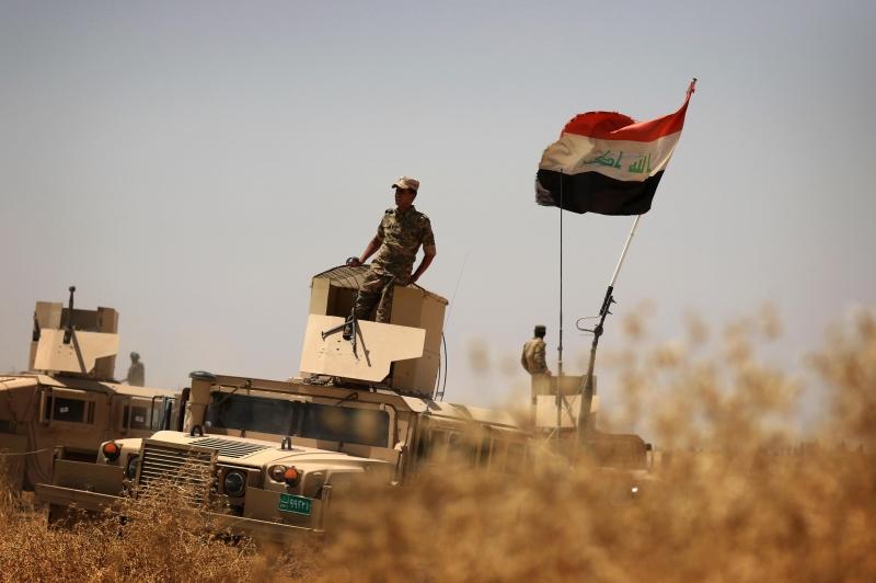 القوات العراقية بانتظار قرار العبادي لاقتحام الموصل (أ ف ب)
