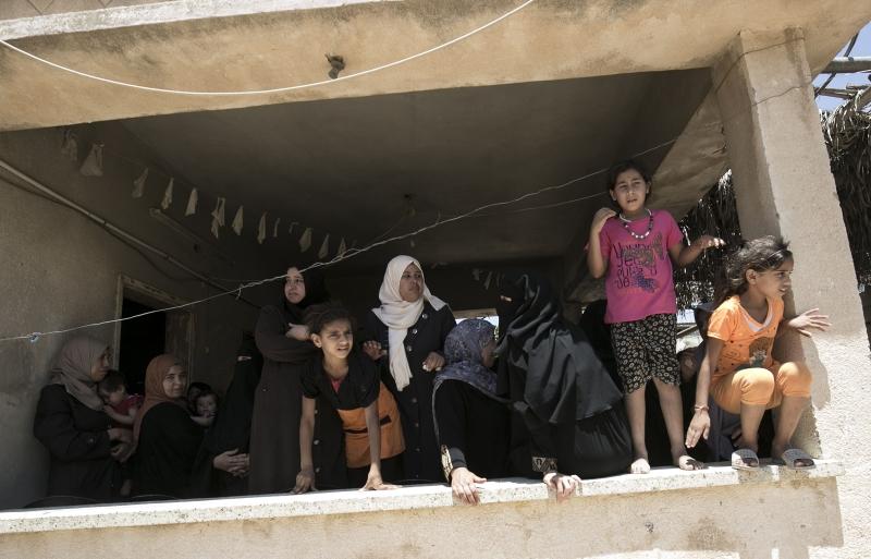 الوضع في غزة ليس أفضل حالاً، إذ تتوالى الضربات من كل حدب وصوب
