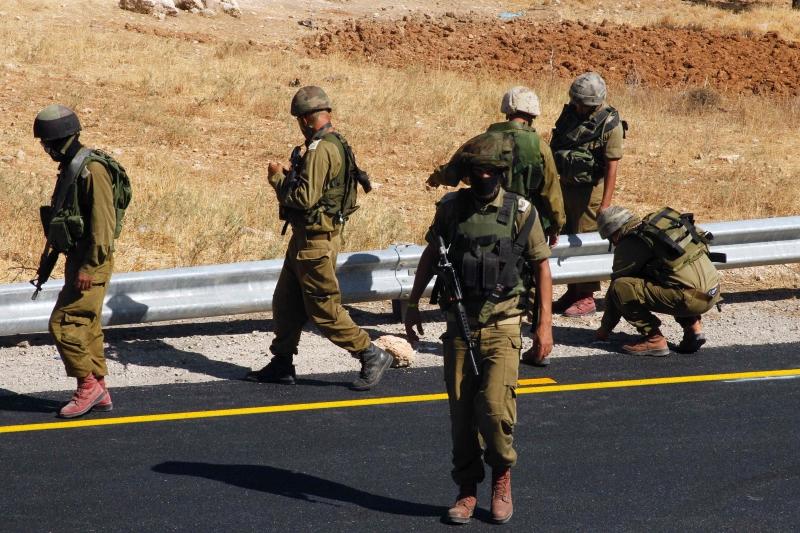 أدت العملية إلى مقتل حاخام مستوطنة «عيتنائيل» جنوب الخليل (أ ف ب)
